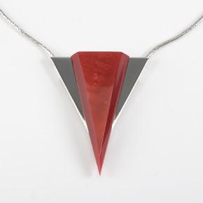 Art Déco Halskette mit Anhänger aus rotem oder blauen Galalith